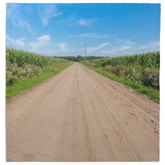 Campo con los campos arenosos del camino y de maíz servilleta