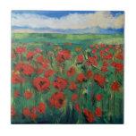 Campo de amapolas rojas azulejo cuadrado pequeño