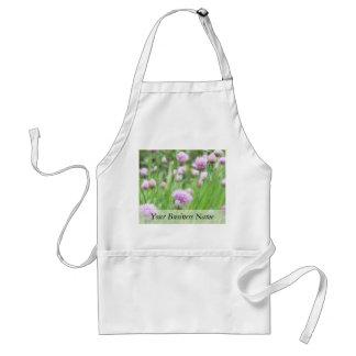 Campo de cebolletas en flor delantal