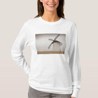 Campo de Criptana, antique La Mancha windmills T-Shirt