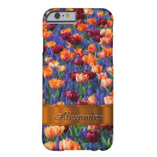 Campo de flor bonito personalizado del tulipán funda de iPhone 6 barely there