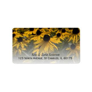 Campo de flor observado negro amarillo de Susans Etiqueta De Dirección