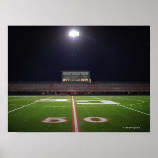 Campo de fútbol iluminado póster