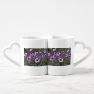 Campo de geranios taza para parejas