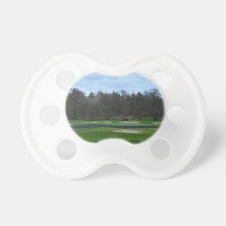 Campo de golf desafiador chupetes de bebe