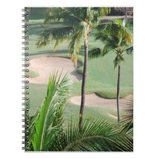 Campo de golf en cuaderno de las zonas tropicales