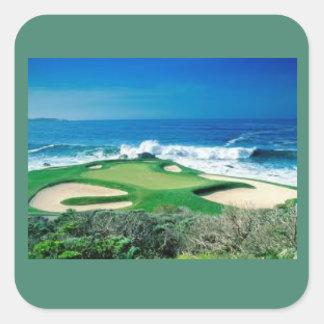 Campo de golf en el pegatina de la costa
