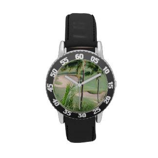 Campo de golf en las zonas tropicales relojes de pulsera