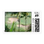 Campo de golf en sello de las zonas tropicales