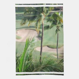 Campo de golf en toalla de las zonas tropicales