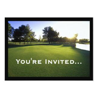"""Campo de golf verde en el amanecer invitación 5"""" x 7"""""""