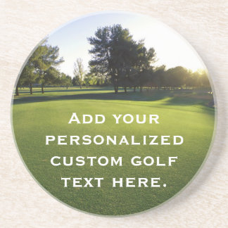 Campo de golf verde en el amanecer posavasos personalizados