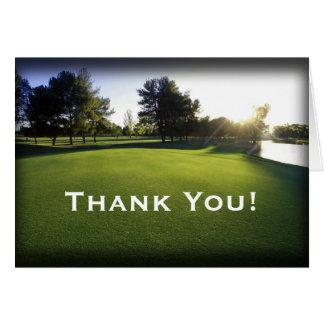 Campo de golf verde en el amanecer tarjeta pequeña