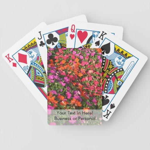 Campo de las flores anaranjadas rosadas púrpuras d baraja de cartas