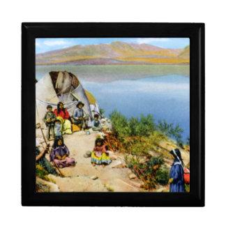 Campo de los indios de Arizona Apache a lo largo d Cajas De Regalo