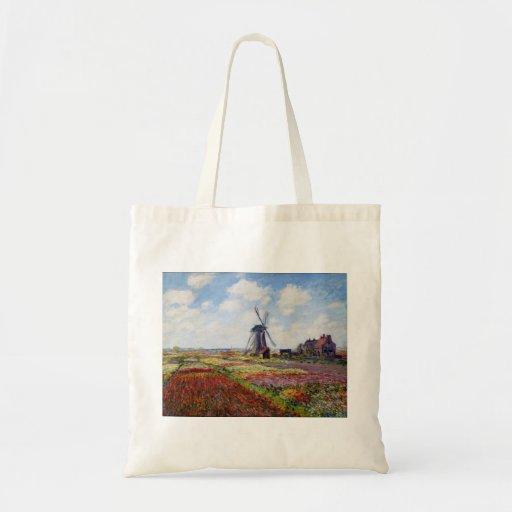 Campo de Monet de tulipanes con la bolsa de asas d