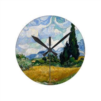 Campo de trigo con el reloj de pared de los cipres