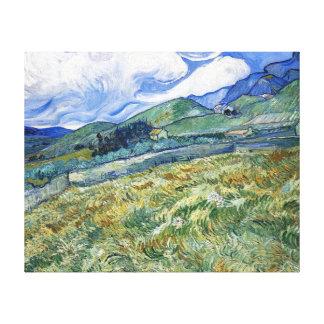 Campo de trigo con las montañas de Van Gogh Lona Envuelta Para Galerías