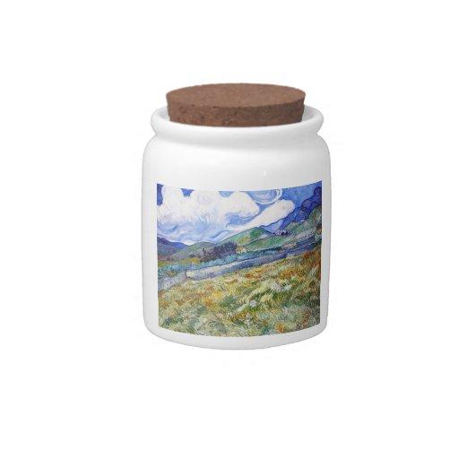 Campo de trigo con las montañas en el fondo tarro de cerámica para dulces