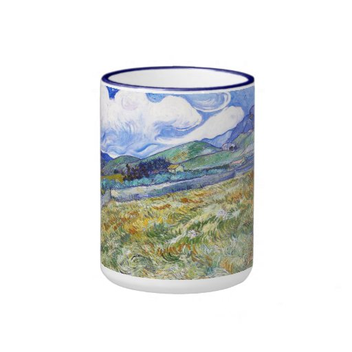 Campo de trigo con las montañas en el fondo tazas