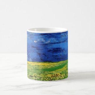 Campo de trigo de Van Gogh debajo de un cielo Taza Clásica