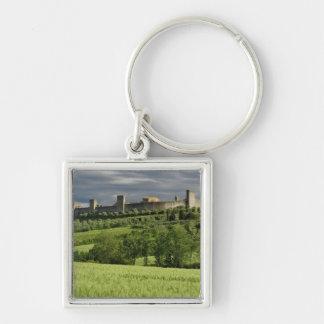 Campo de trigo y Monteriggioni distante, en Llaveros