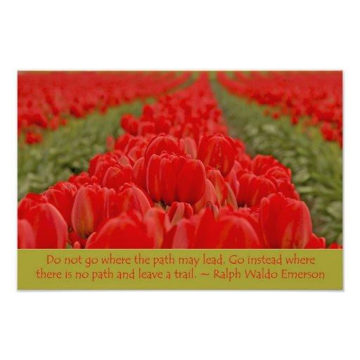 Campo de tulipanes rojos con cita inspirada fotografía