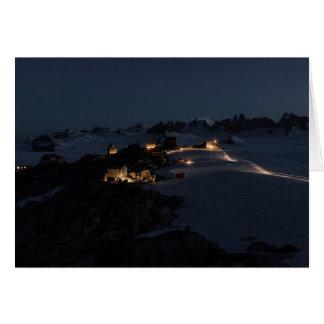 Campo del campo en la noche Juneau Icefield (espac Tarjetón