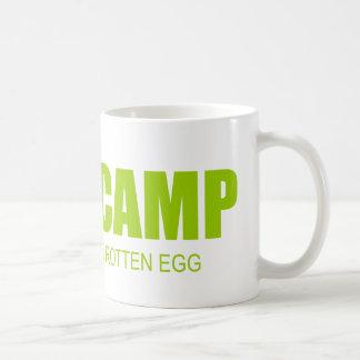 CAMPO del FEMA - el pasado adentro es un huevo Taza Básica Blanca