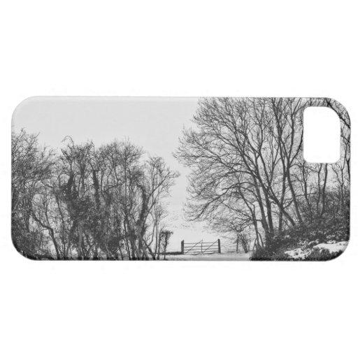 Campo en la nieve iPhone 5 Case-Mate coberturas