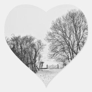 Campo en la nieve colcomanias corazon