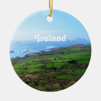 Campo irlandés adorno navideño redondo de cerámica