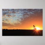Campo petrolífero en la puesta del sol impresiones
