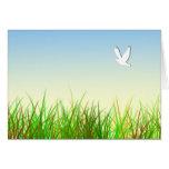 Campo verde con la paloma blanca tarjeton