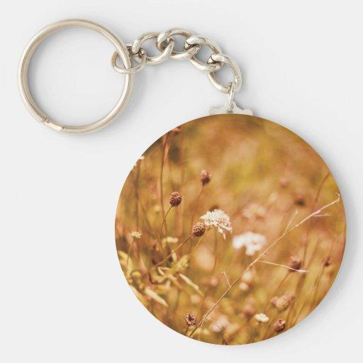 Campo y wildflowers de oro llavero redondo tipo pin