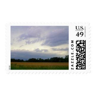 Campos de granja inminentes tempestuosos del mún sello