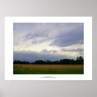 Campos de granja inminentes tempestuosos del mún t póster