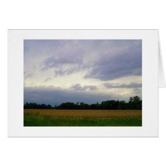Campos de granja inminentes tempestuosos del mún tarjeta de felicitación