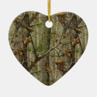 Camuflaje clásico adorno navideño de cerámica en forma de corazón