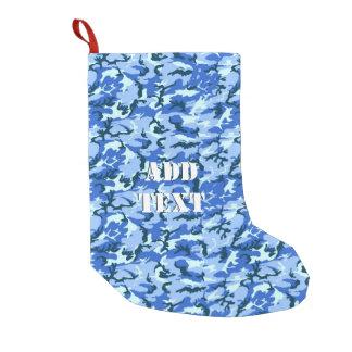 Camuflaje del azul de cielo del arbolado calcetín de navidad pequeño