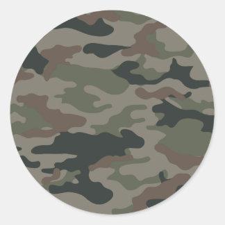 Camuflaje del ejército en verde y los militares de etiquetas redondas