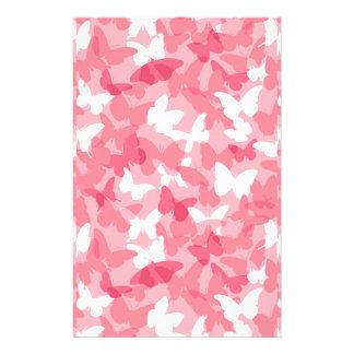 Camuflaje rosado de la mariposa papelería personalizada