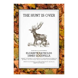 Camufle la caza está sobre invitaciones del boda