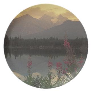 Canadá, Alberta, Banff. Salida del sol escénica de Platos