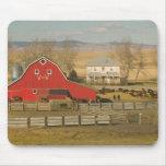 Canadá, Alberta, cala de Pincher: Granero y rancho Alfombrillas De Ratones