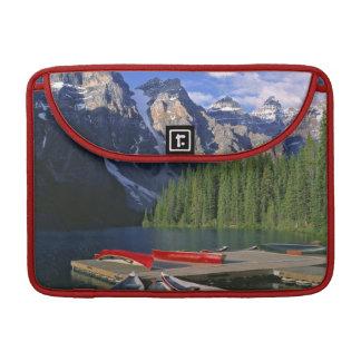 Canadá, Alberta, lago moraine. Las canoas rojas ag Fundas Para Macbooks