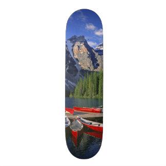 "Canadá, Alberta, lago moraine. Las canoas rojas ag Patineta 8 1/8"""