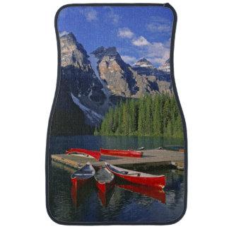 Canadá, Alberta, lago moraine. Las canoas rojas Alfombrilla De Auto