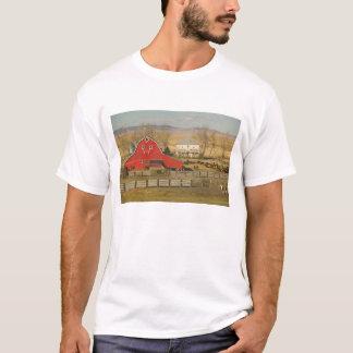 Canada, Alberta, Pincher Creek: Red Barn & Ranch T-Shirt
