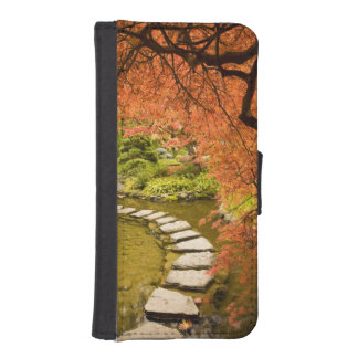 CANADA, British Columbia, Victoria. Autumn iPhone SE/5/5s Wallet Case